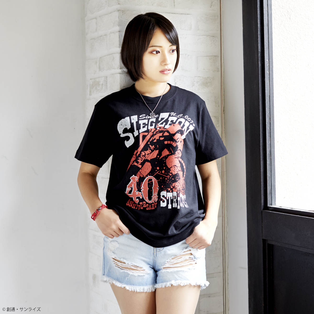 『機動戦士ガンダム』40周年記念 コンバット柄Tシャツ シャア専用ザクII